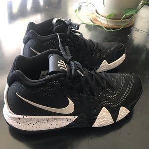 Nike Kyrie 4 Basketball Shoes!  Like new!